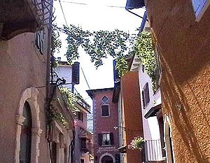 Gasse in Malcesine am Gardasee